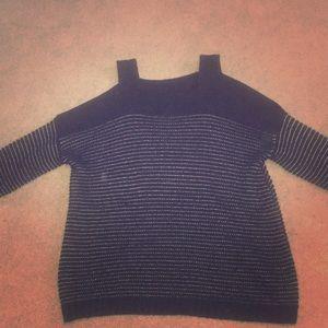 Shoulder less sleeved black sweater